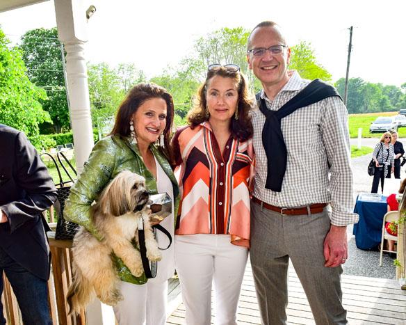 Melanie Roy, Lisa McCarthy, Scott Howe
