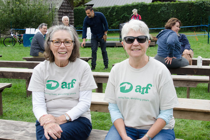 Volunteers Diane Johnson and Susan Ahlborn
