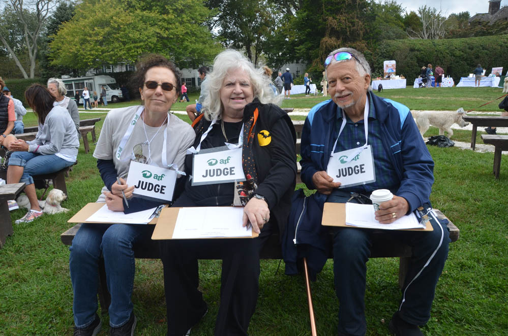 Volunteer Judges: Deb Sherman and Sue and Ken Richmond.