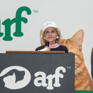 Katharine-Rayner-addressing-crowd